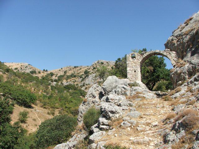 L'arco di San Michele nella valle di Vituro
